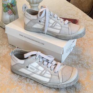 Steve Madden Fyrebyrd sneakers